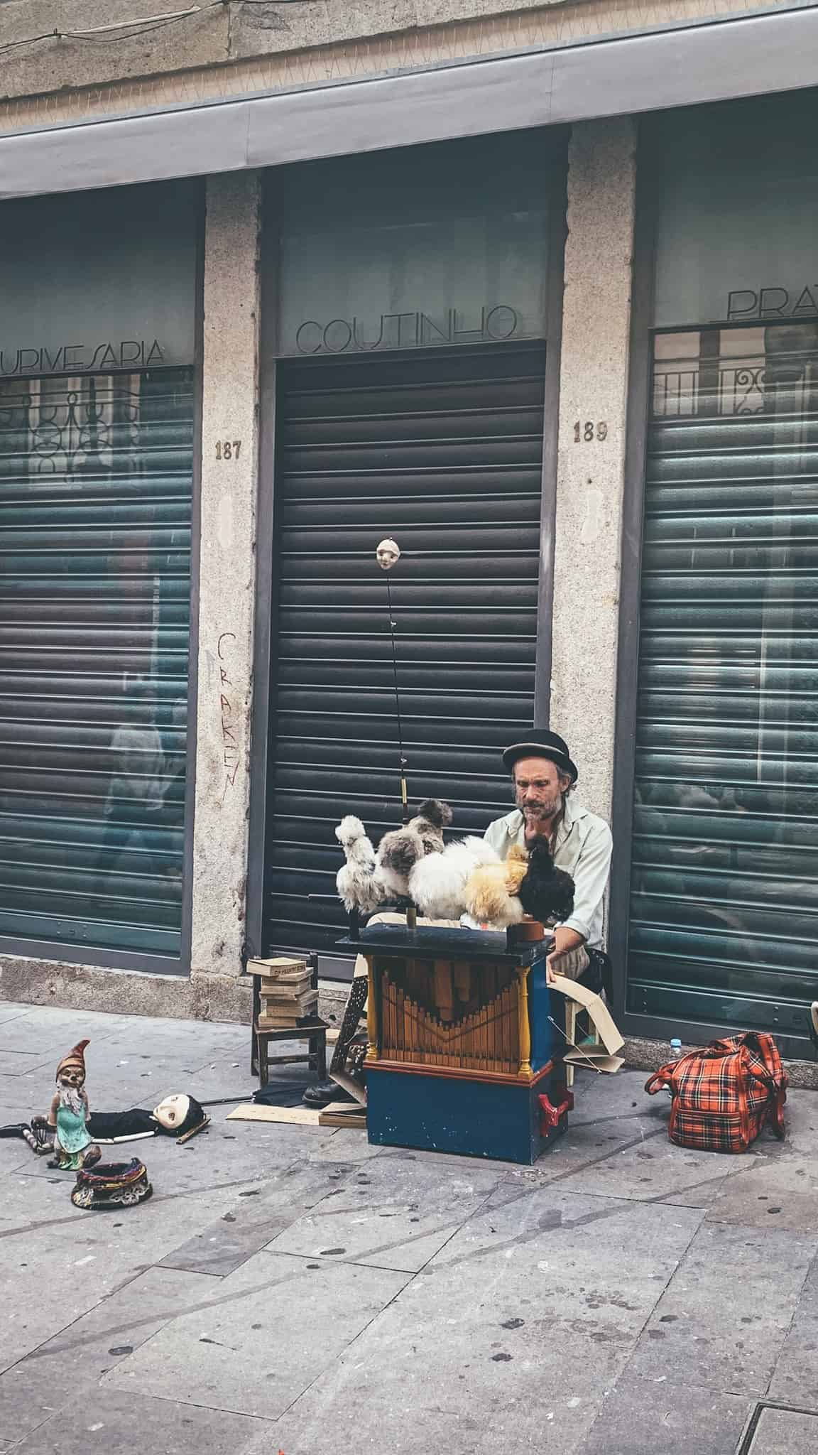 Porto busker chicken man